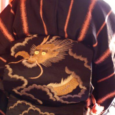 ドラゴンの繻子帯